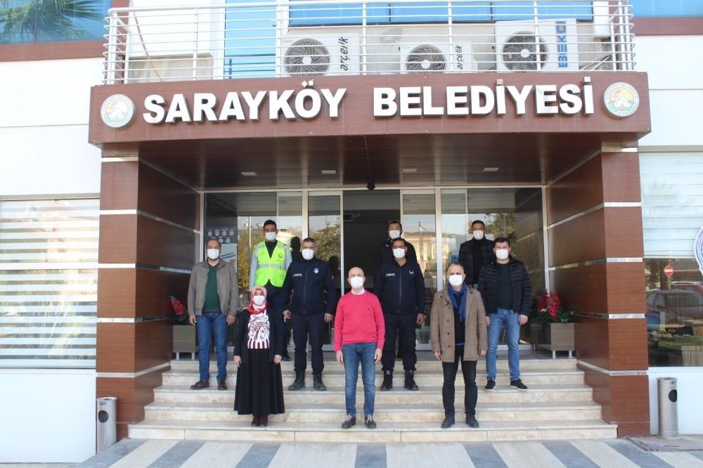 Sarayköy'de ekipler sokağa çıkma kısıtlamasında vatandaşların ihtiyaçlarını karşılıyor