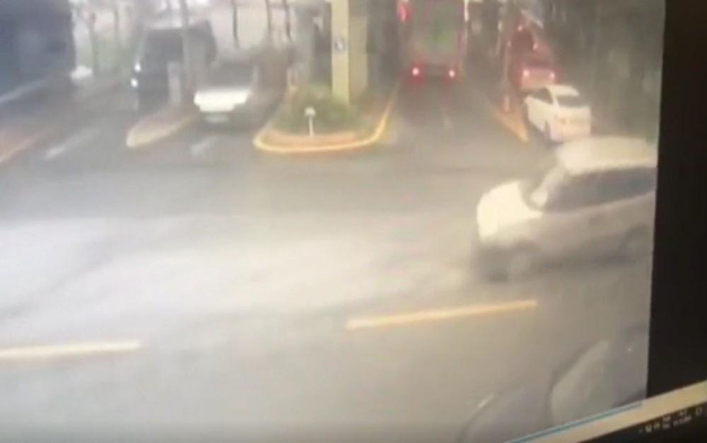 Ataşehir'de aksiyon sahnelerini aratmayan gasp girişimi kamerada