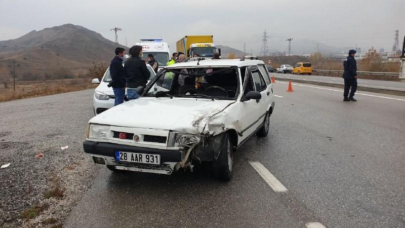 Tosya'da iki aracın karıştığı trafik kazasında 1 kişi yaralandı