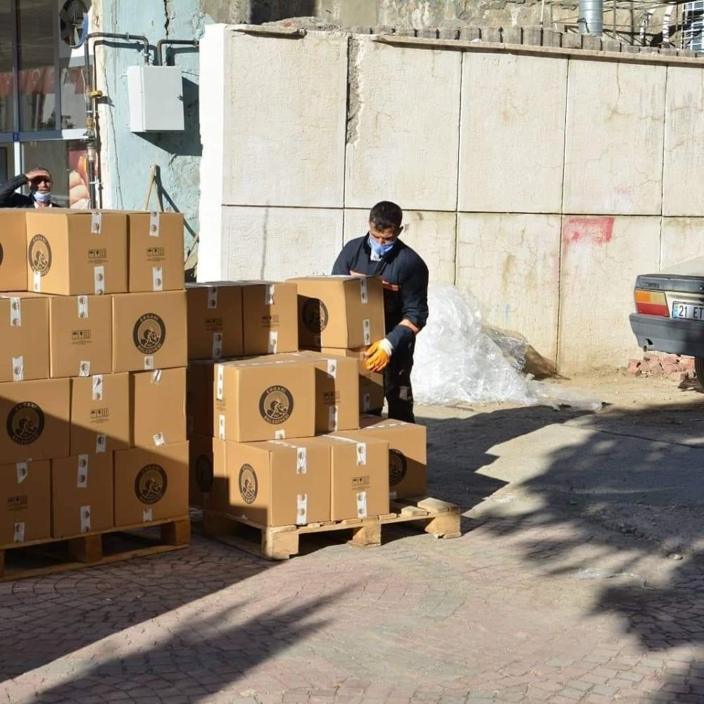 Ergani Belediyesi taziye paketi uygulamasını hayata geçirdi