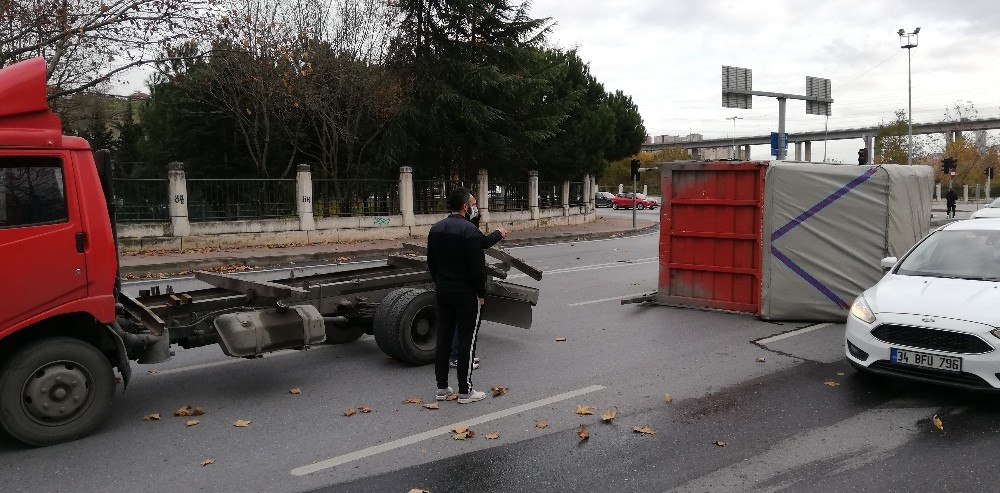 Kağıthane'de sürücüyü şaşırtan kaza