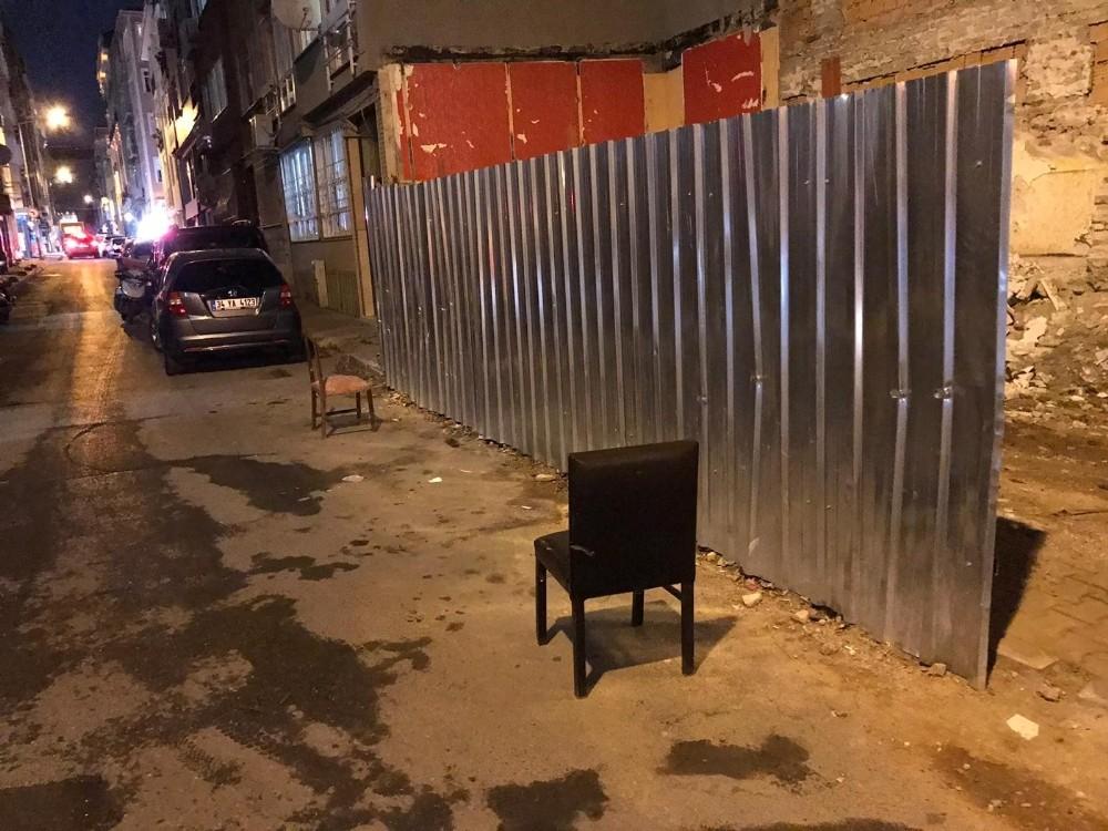 Bakırköy'de değnekçilik yapan 2 kişi gözaltına alındı