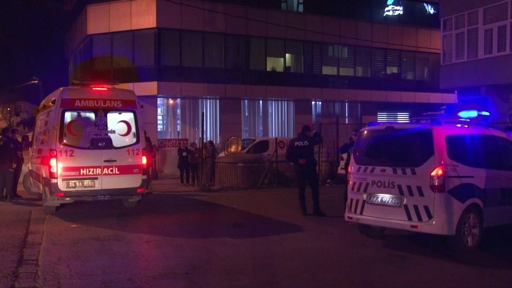 Beykoz'da 4'üncü kattan aşağı düşen lise öğrencisi ağır yaralandı