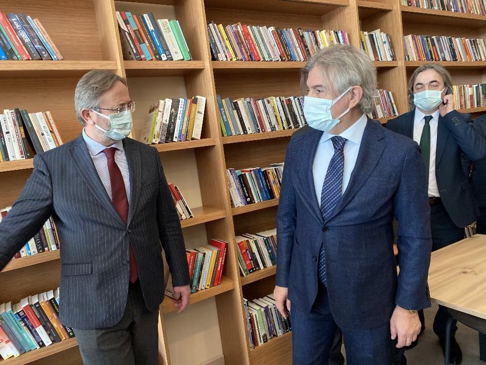 İstanbul'un 2'nci AVM kütüphanesi açıldı