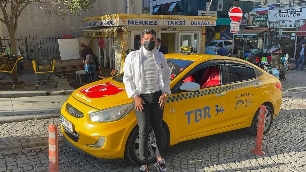 Özel Taksici, bulduğu para dolu cüzdanı sahibine teslim etti