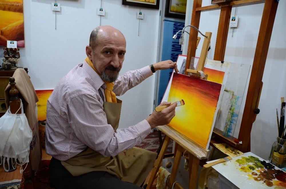 Antalyalı ressam 36'ıncı kişisel resim sergisini sanatseverlerle buluşturdu