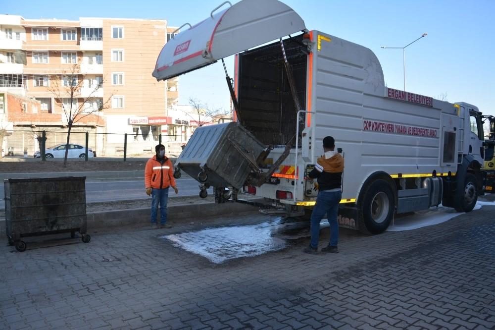 Ergani'de temizlik çalışmaları devam ediyor