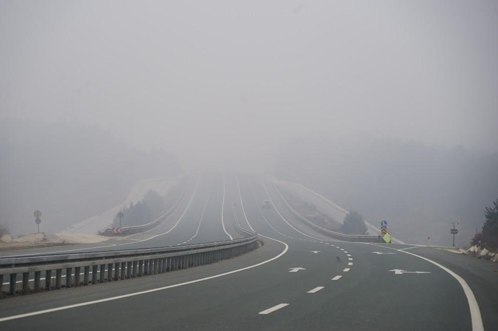 Kastamonu'da sis nedeniyle göz gözü görmüyor