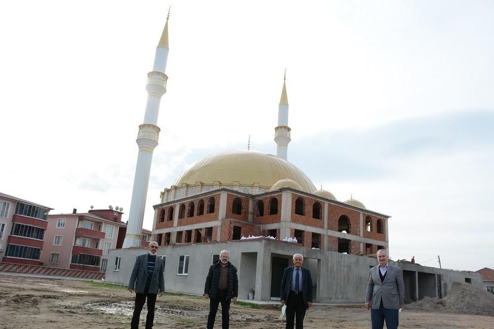 Mekke Camii yükseliyor