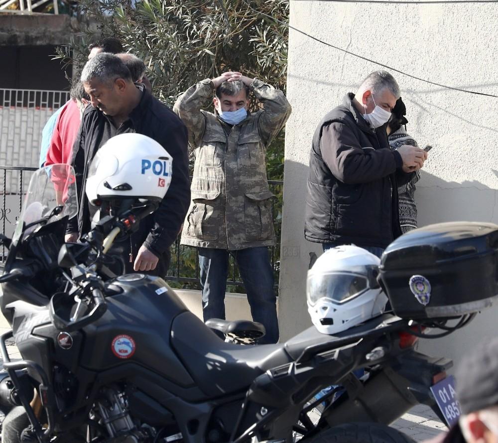 Kısıtlamada sokağa çıkan motosikletli kaçarken yaşlı adama çarptı