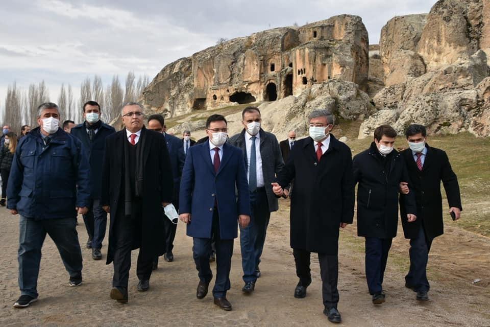 Gazeteciler 3 bin yıllık tarihe sahip Ayazini köyünü gezdi