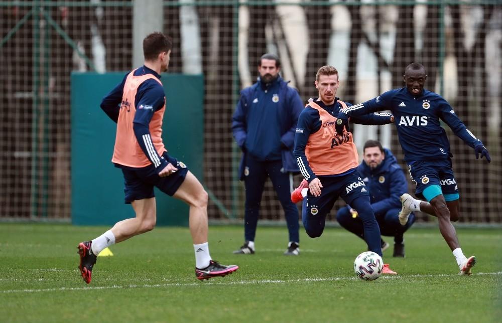 Fenerbahçe, Kasımpaşa ile oynayacağı kupa maçı hazırlıklarına başladı