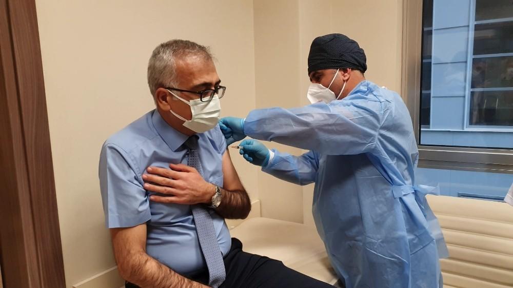 Adıyaman'da sağlık çalışanları aşılanıyor