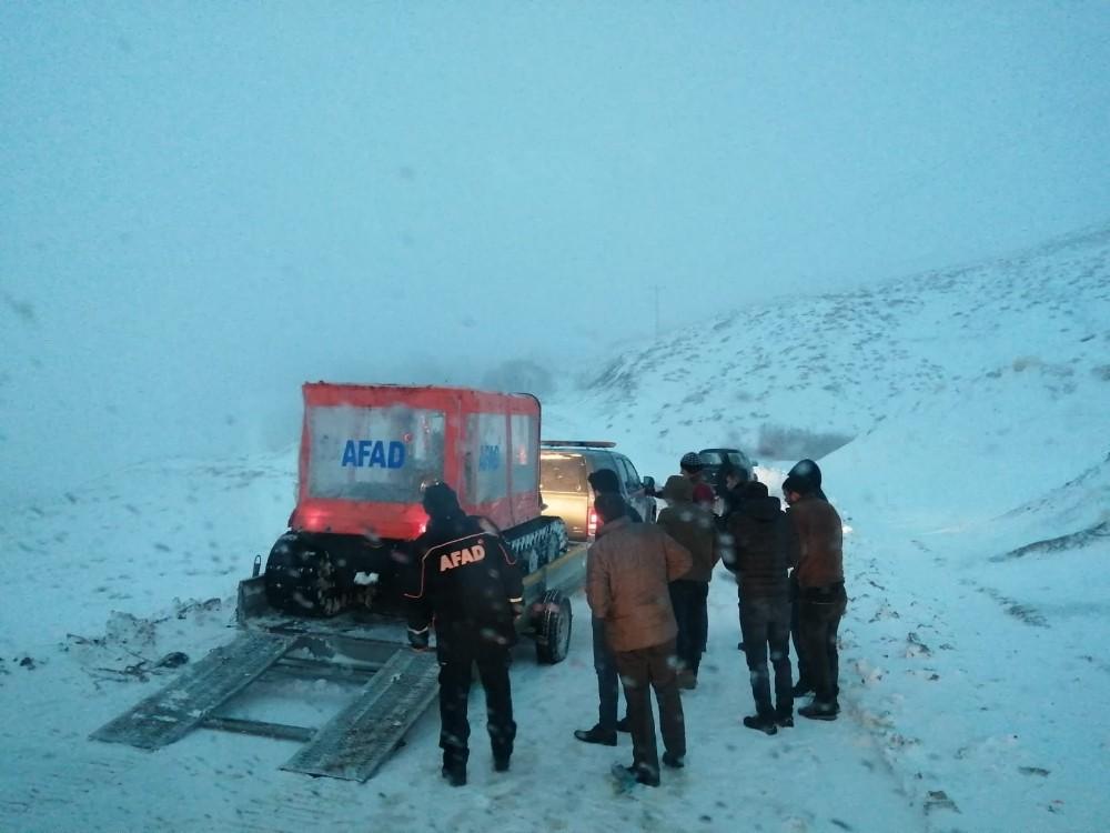 Kar nedeniyle mahsur kalan 3 kişi kurtarıldı