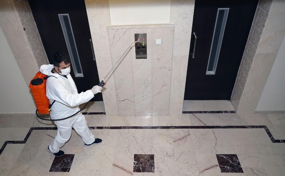 Çankaya Belediyesi, pandemiye karşı ilaçlı önlem almaya devam ediyor