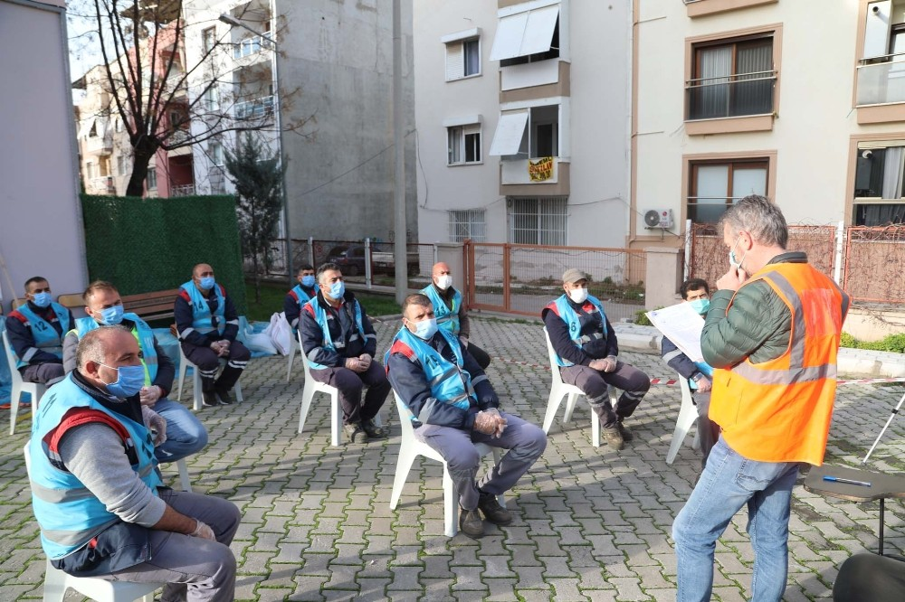Bayraklı Belediyesinde çalışanlara mesleki yeterlilik sınavı