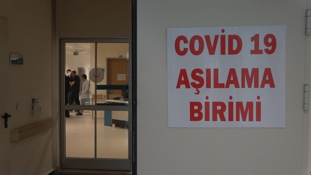 Kırklareli'de sağlık çalışanlarına CoronaVac aşısının ilk dozu yapılmaya başlandı