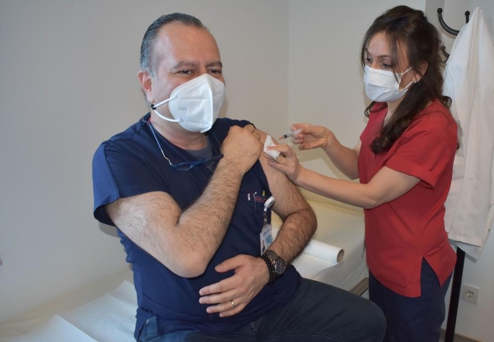 OFM'de sağlık çalışanlarına aşılama başladı