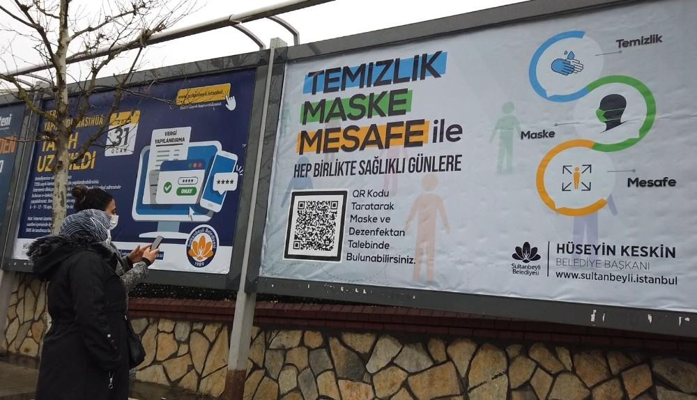 Sultanbeyli Belediyesi billboardlar üzerinden maske dağıtımına başladı