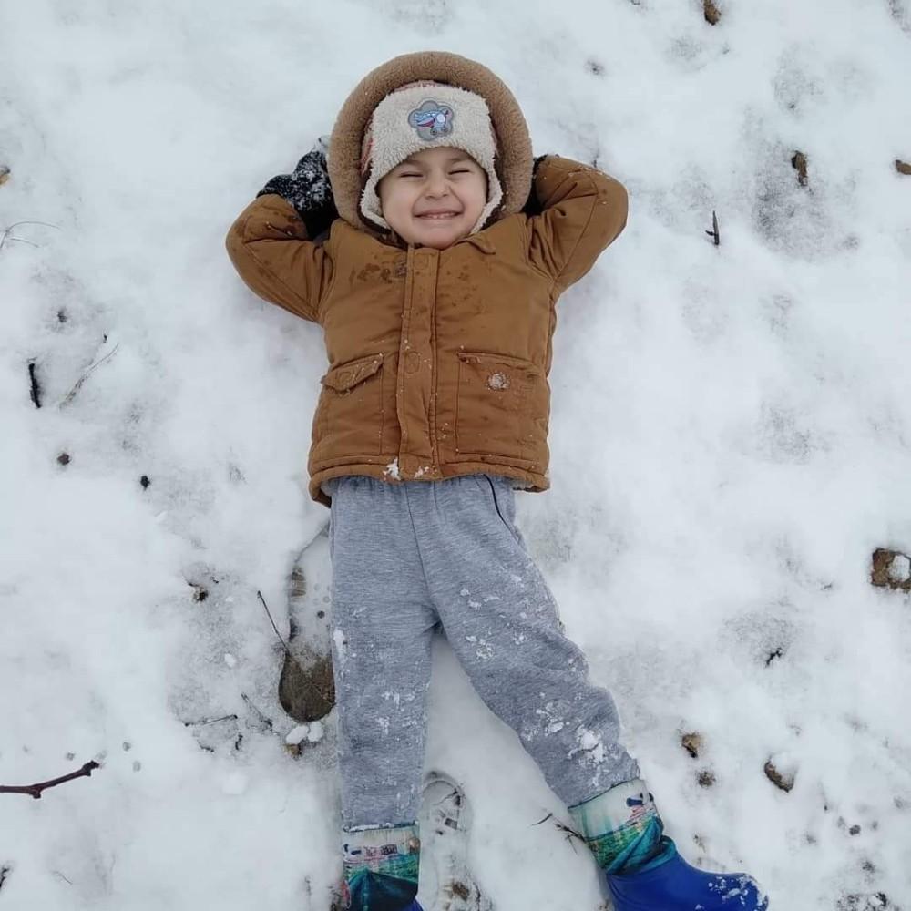 Kar yağışı en çok çocukların yüzünü güldürdü