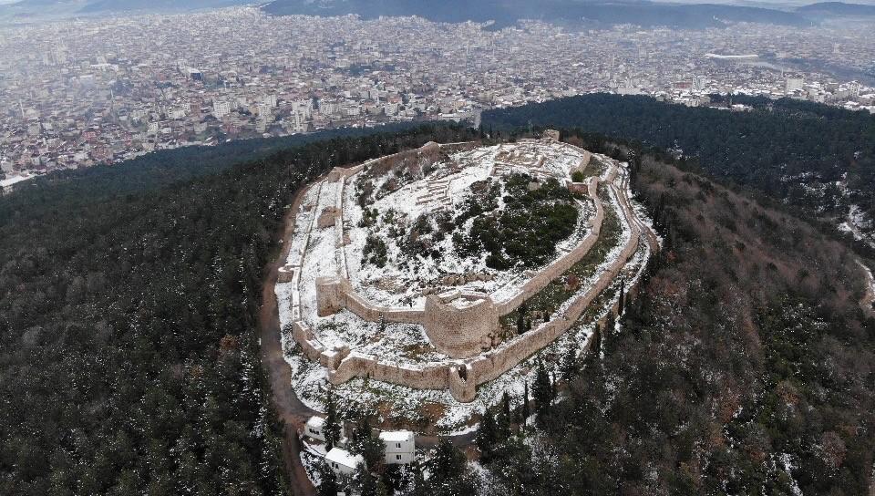 Özel Tarihi Aydos Kalesi'nde kar yağışı kartpostallık görüntüler oluşturdu