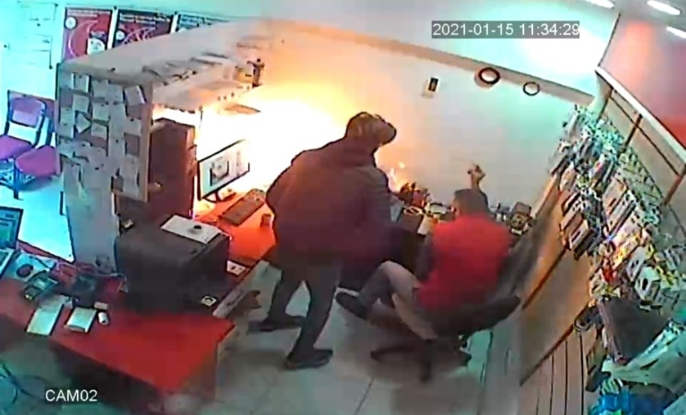 Mardin'de batarya telefoncunun elinde patladı