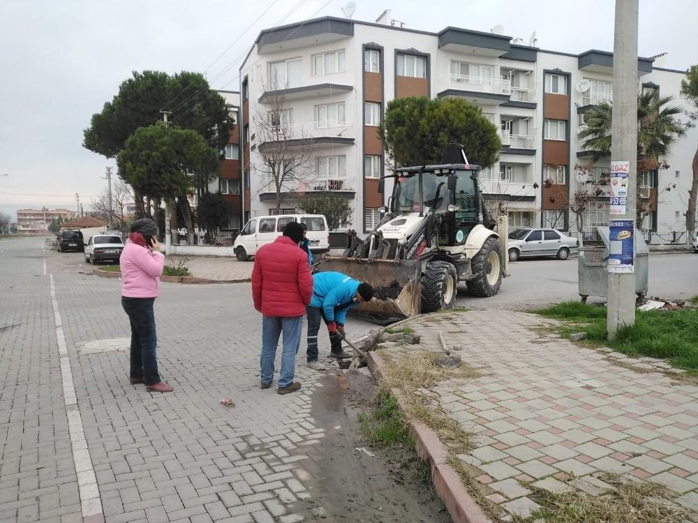 Mahalle muhtarından vatandaşlara Yağmursuyu ızgaralarını temiz tutalım çağrısı