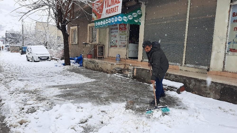 Mardin'de mevsimin ilk karı yağdı