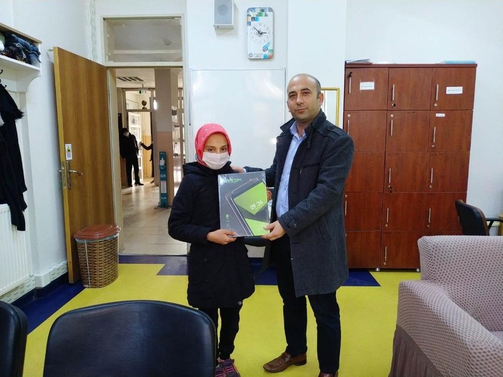 Süt Ürünleri fabrikalarından öğrencilere tablet desteği
