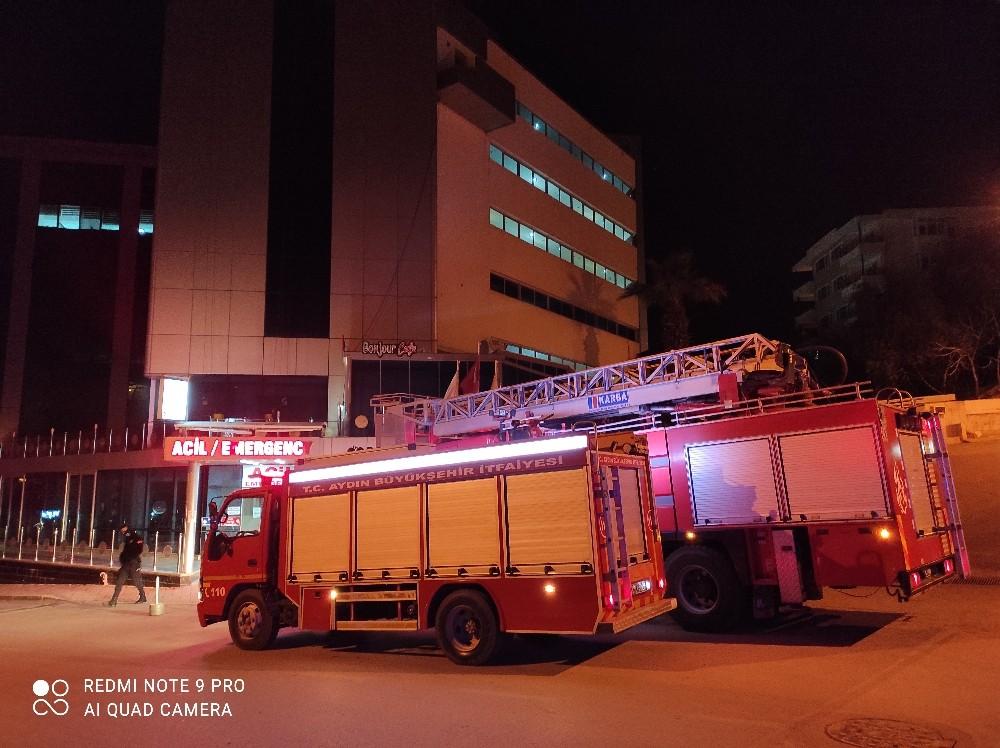 Kuşadası'ndaki özel hastanede yangın paniği