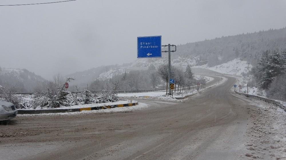 Şehir merkezinde yağmur, yüksek kesimlerde kar etkili oluyor