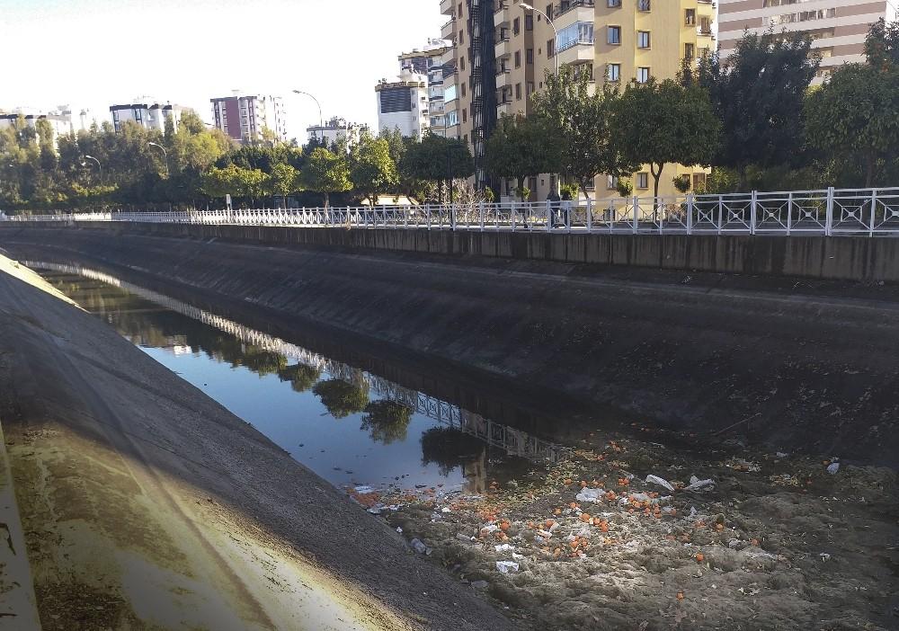 Adana'da sulama kanalları çöplüğe döndü