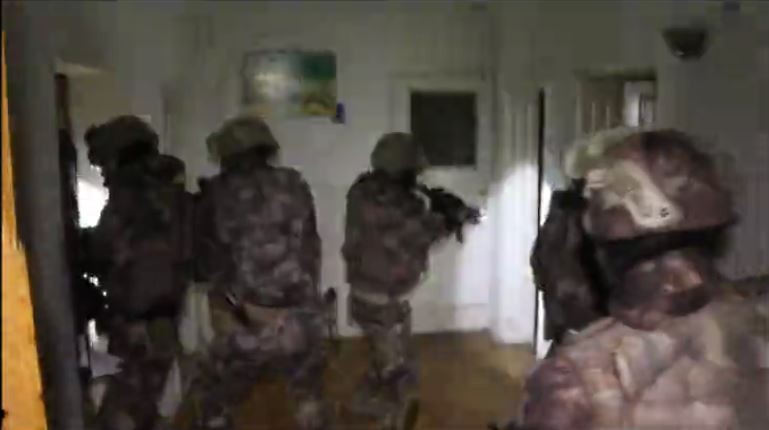 57 kişinin gözaltına alındığı suç örgütüne şafak operasyonu kamerada