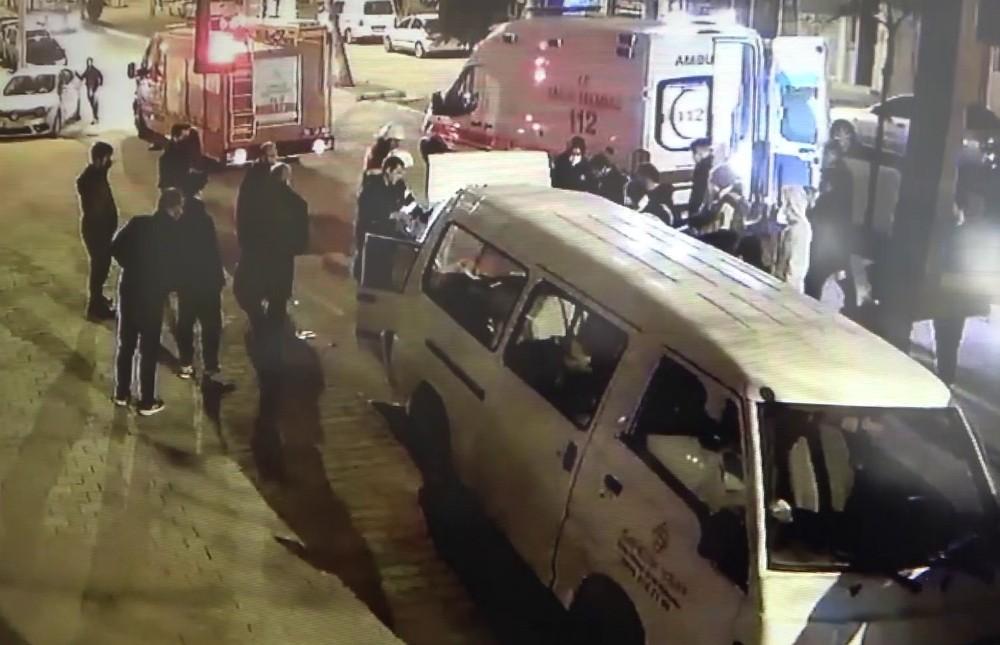 Alkollü sürücü park halindeki araçlara çarptı