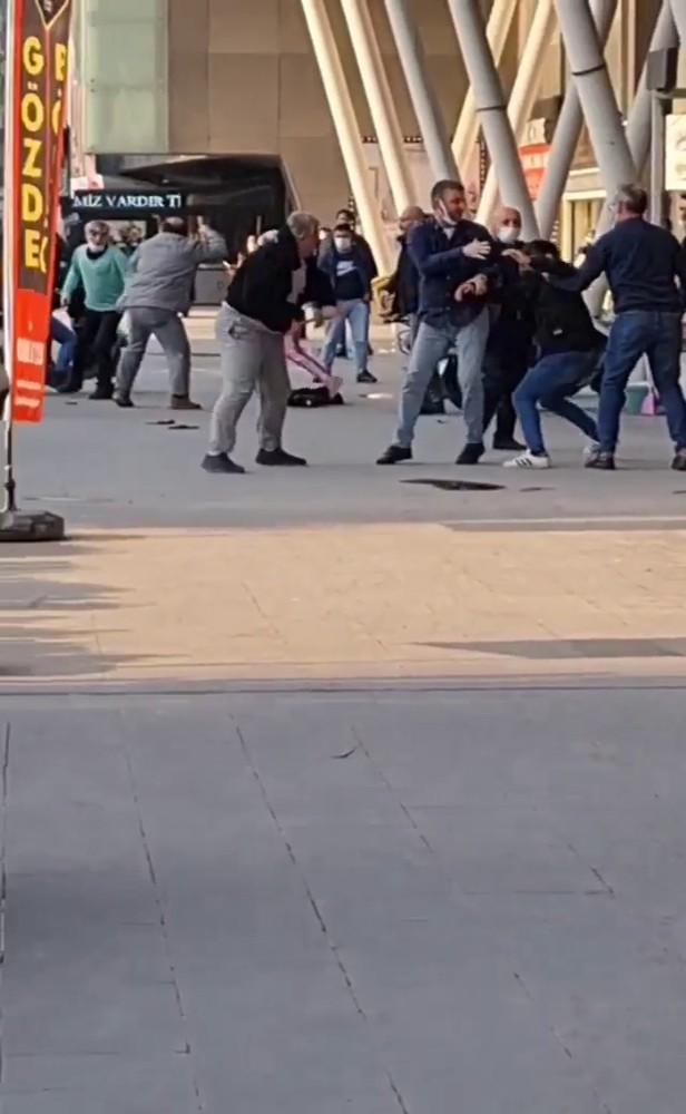 Özel Esenyurt'ta meydan kavgası kamerada