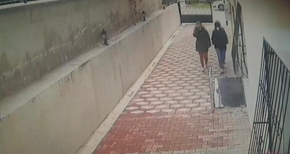 Ev hırsızları önce kameralara ardından polise yakalandı