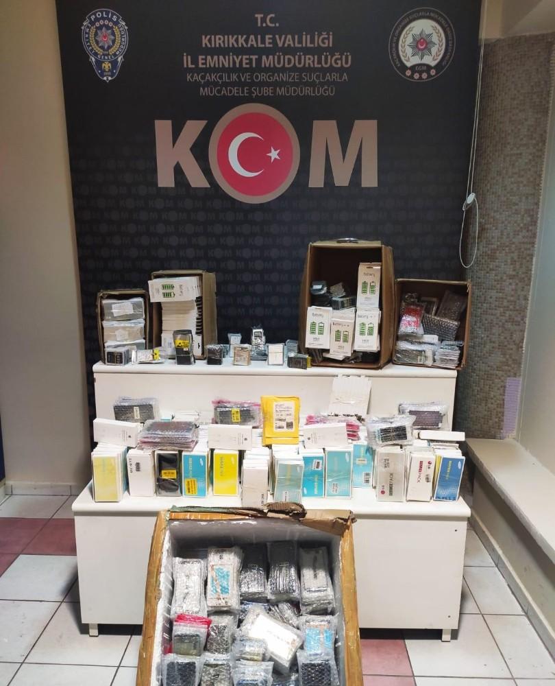 Kırıkkale'de 2 bin 447 adet kaçak cep telefonu aksesuarı ele geçirildi