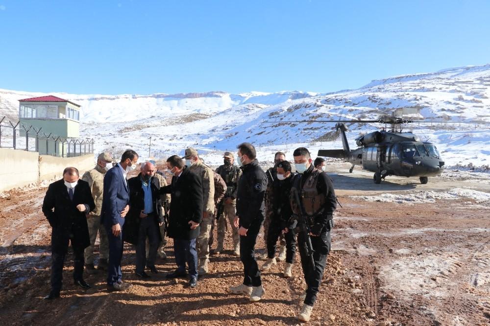 Siirt Valisi Hacıbektaşoğlu, köylerde vatandaşlarla buluştu