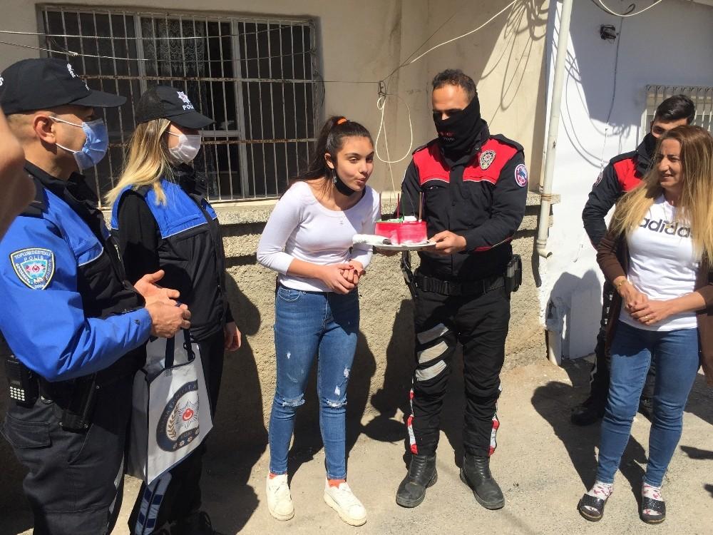 5 kardeşini kaybeden Nehir'e doğum günü sürprizi