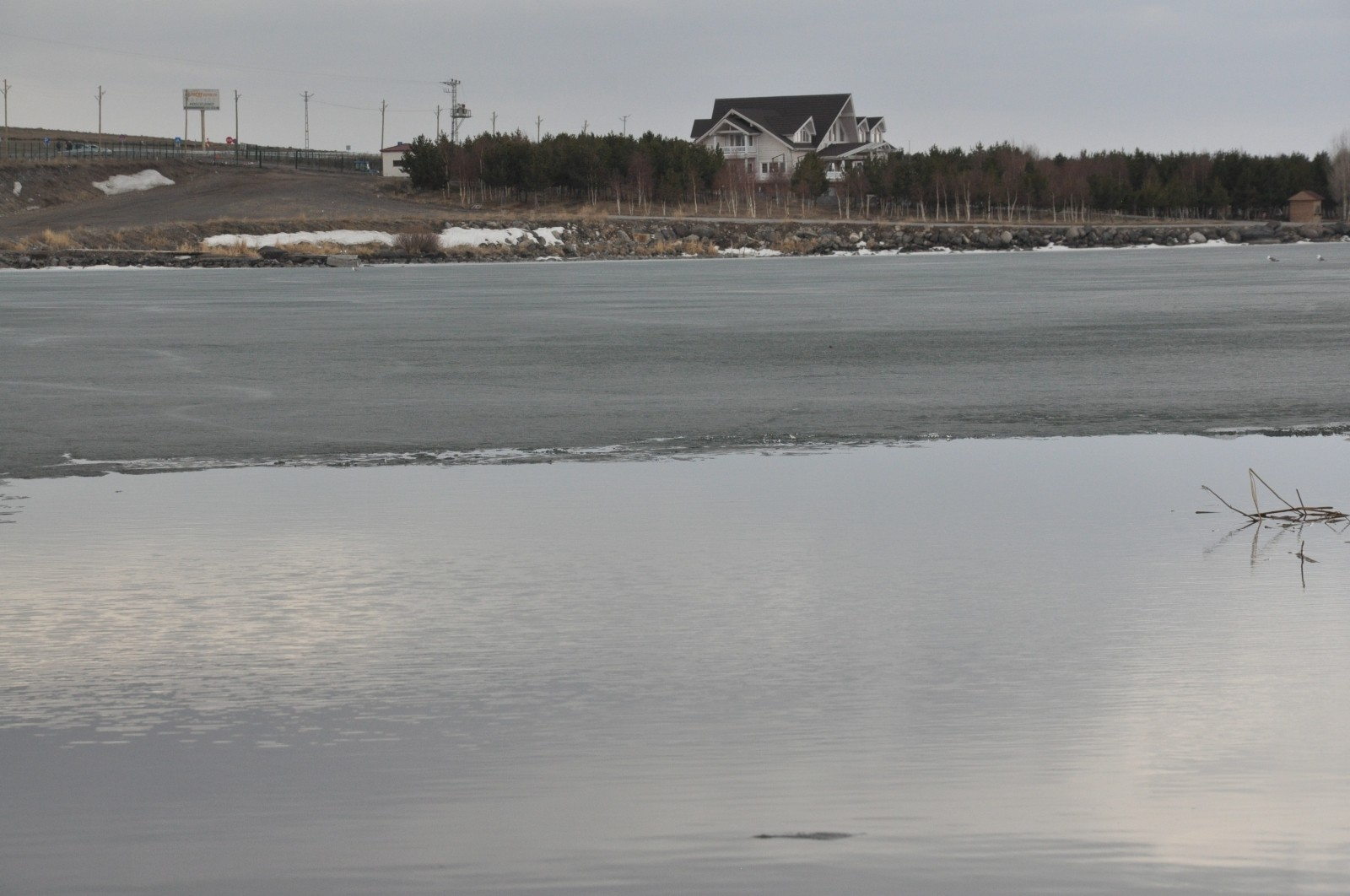 Çıldır Gölü'nde buzlar çözülmeye başladı - Kars Haberleri