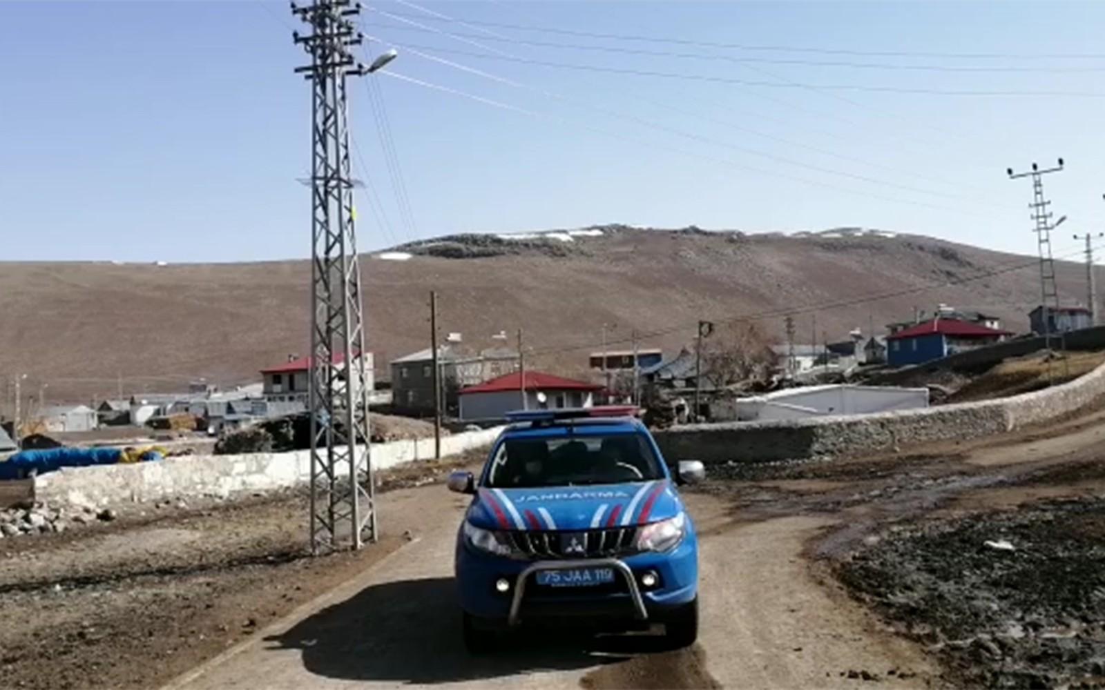 Ardahan'da jandarma anonslarla 'evde kalın' çağrısı yapıyor - Ardahan  Haberleri