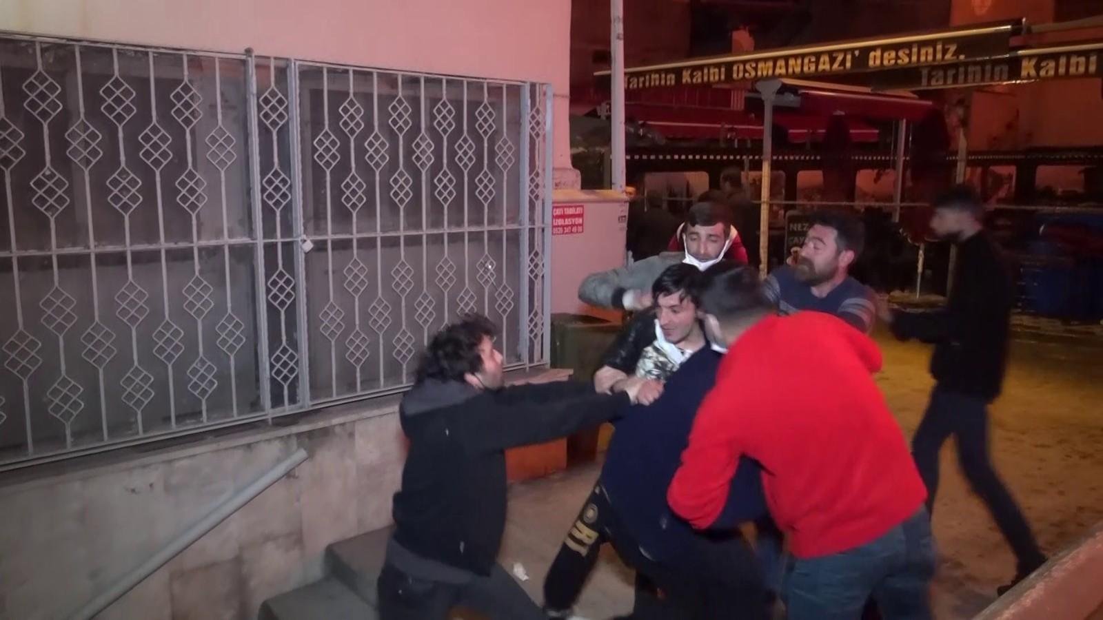 Bursa'da antikacı dükkanındaki yangın sırasında büyük kavga - Bursa  Haberleri