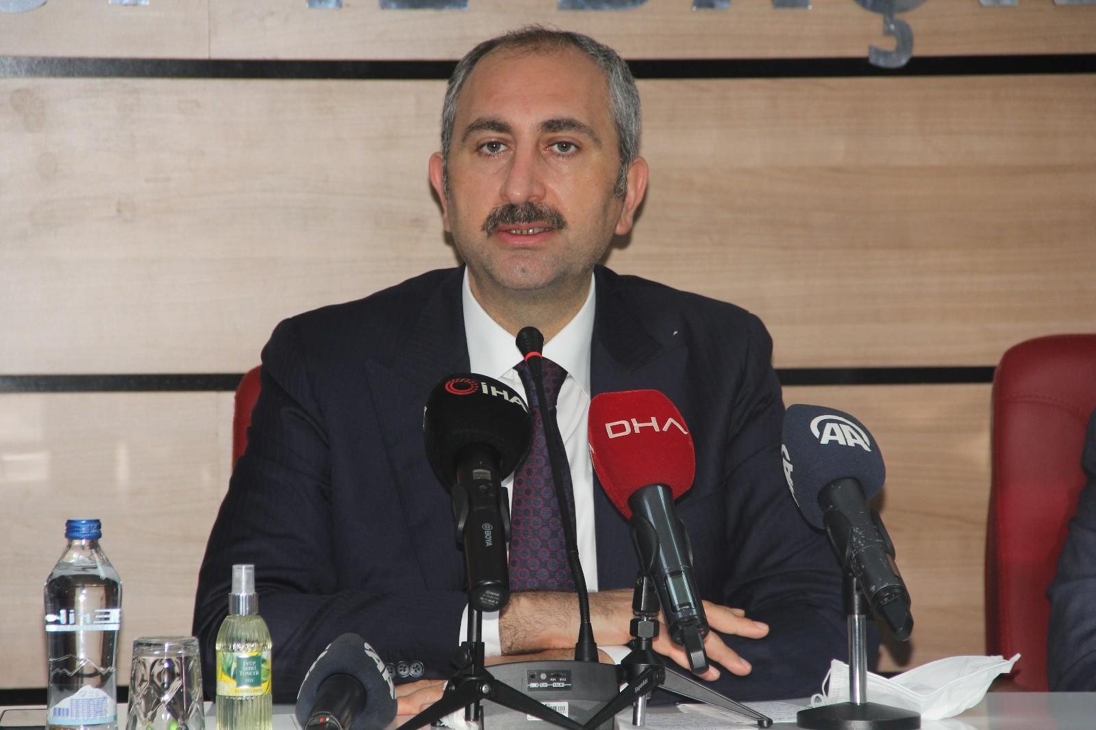 """Bakan Gül: """"Bir takım polemiklerle siyaset yapmanın Türkiye'ye hiçbir faydası yok"""""""