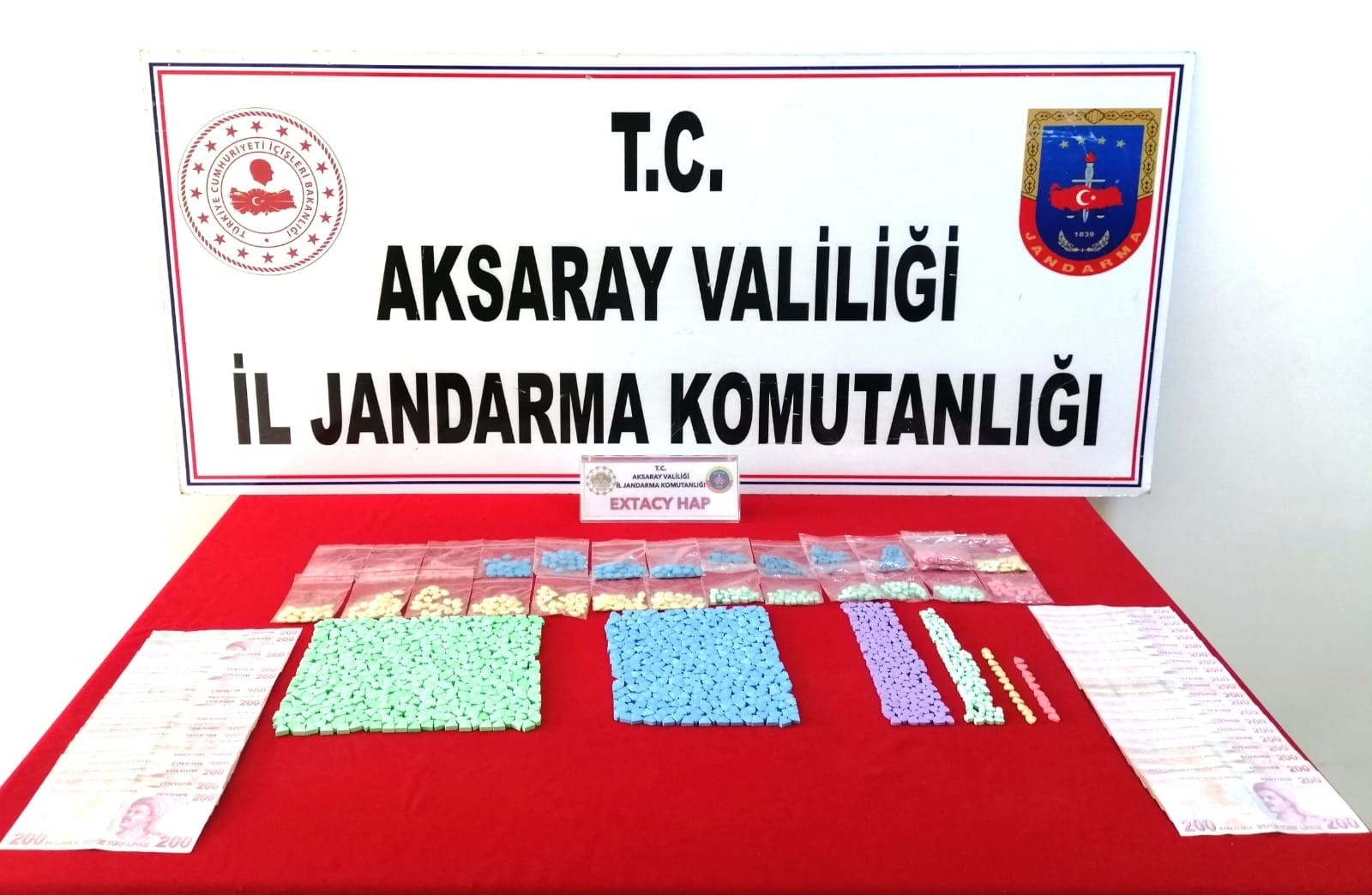Aksaray'da jandarmadan terminalde uyuşturucu operasyonu