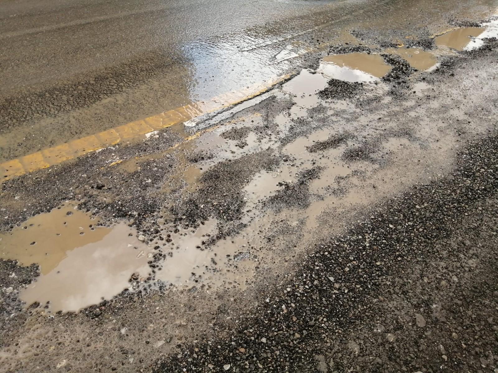Mamak'ta sağanak sonrası meydana gelen sel altyapı çalışmalarının olduğu yolu tahrip etti