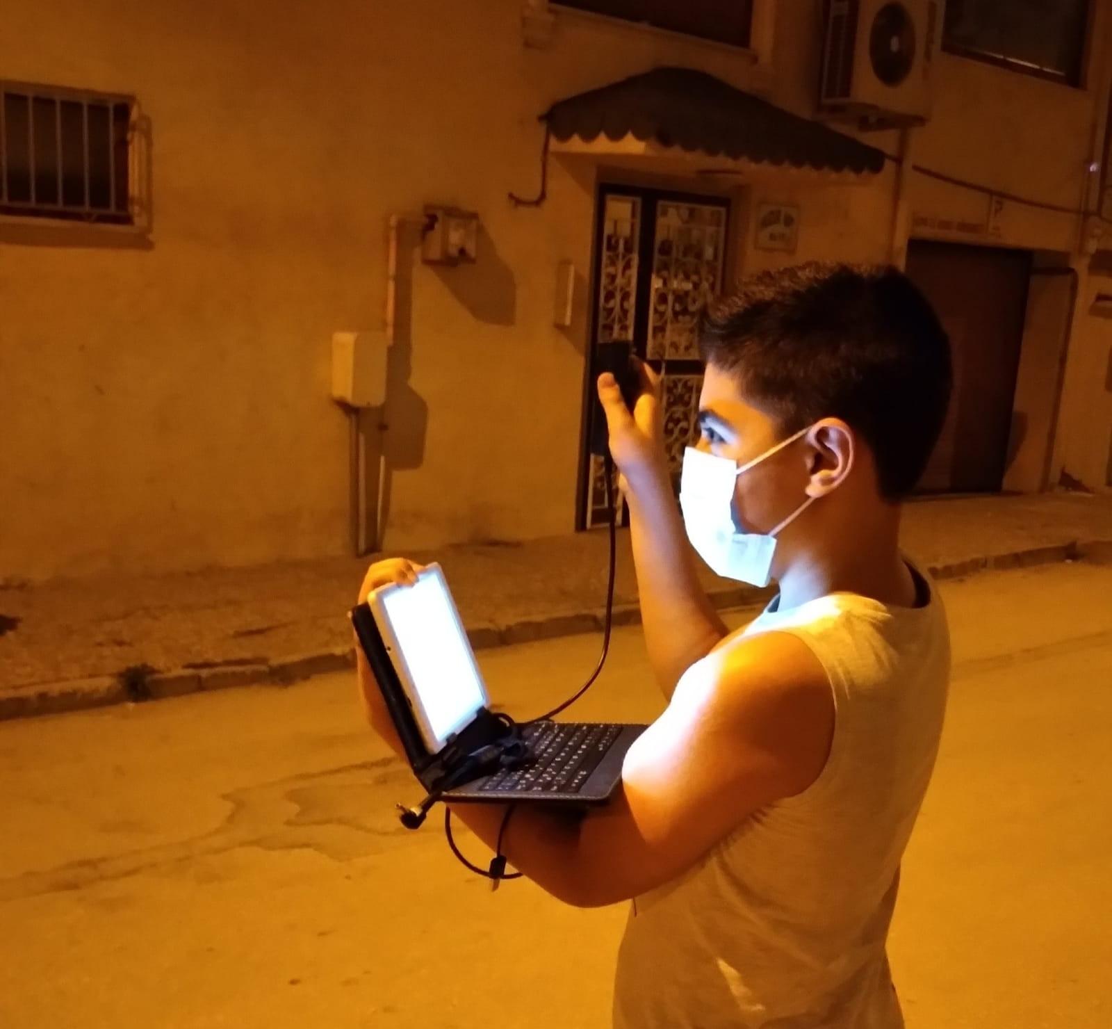 Çocuklar sokağa çıkıp ışık kirliliğini ölçtü