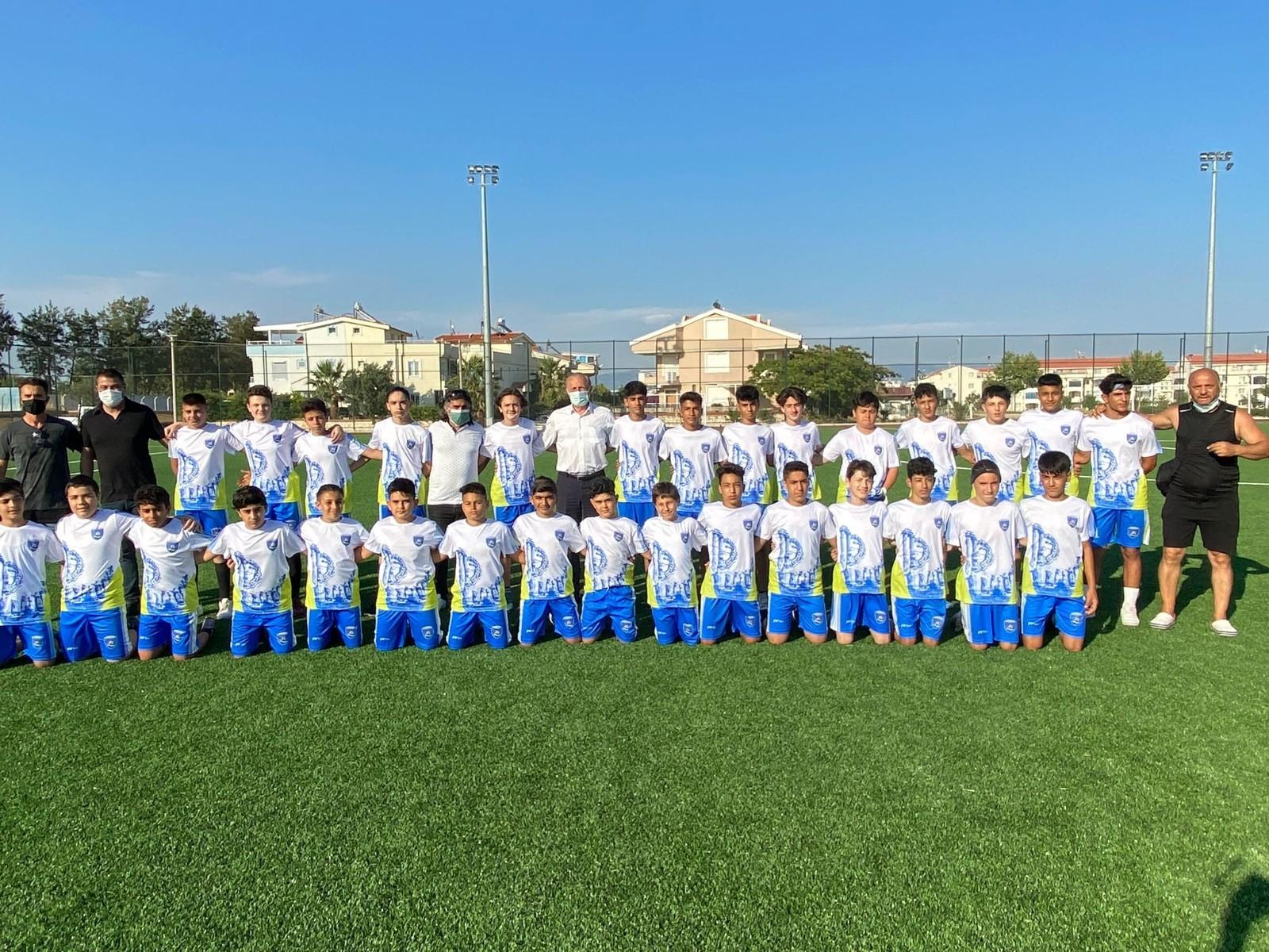 Futbolculardan Başkan Atabay'a galibiyet sözü