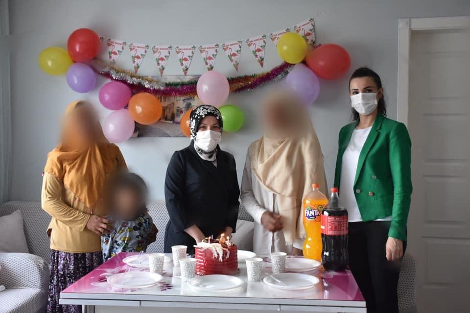 Öksüz ve yetim çocuklara sürpriz doğum günü