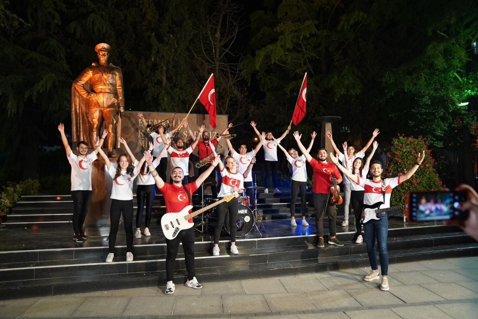 """Halk bandosundan 'bizim çocuklar'a marşlı klipli destek: """"Bizim Çocuklar"""""""