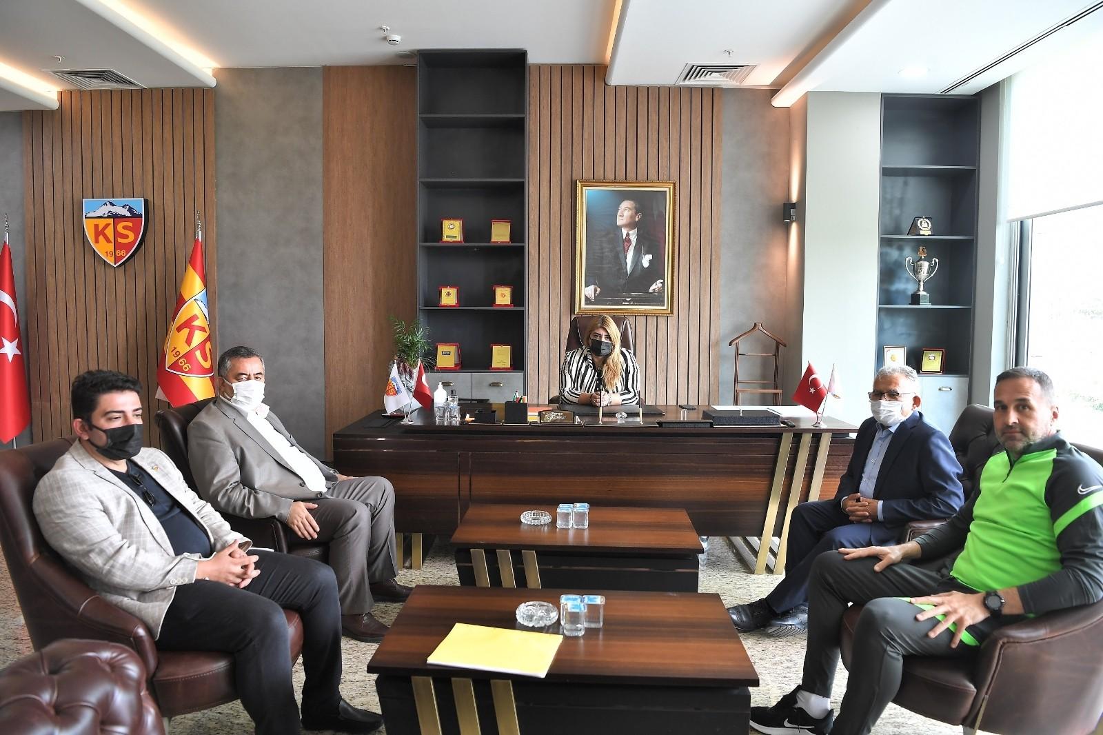 Başkan Büyükkılıç'tan Kayserispor ziyareti